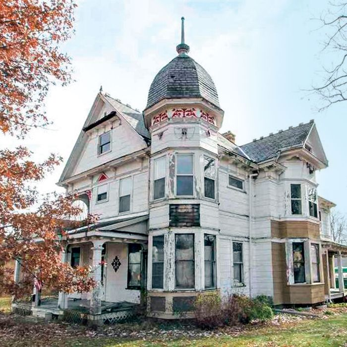 23920e7b52eec The Victorian in Mount Pulaski, Illinois. Photo: cheapoldhouses/instagram