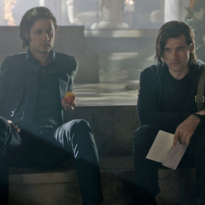 Eliot (Hale Appleman) and Quentin (Jason Ralph) in The Magicians.