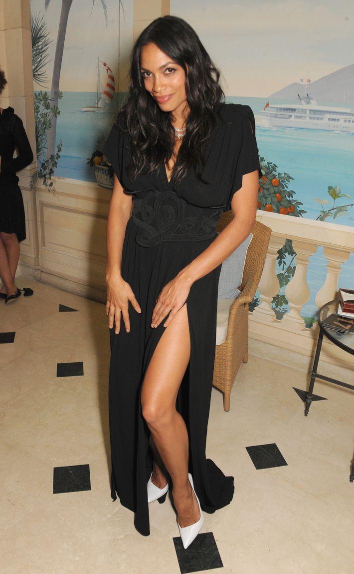 Rosario Dawson Loves Flashing Her Thighs
