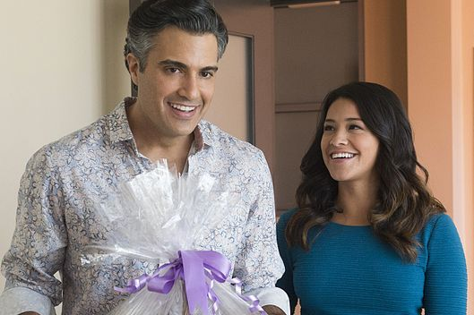 "Jane The Virgin -- ""Chapter Twelve"" -- Image Number: JAV112a_092.jpg -- Pictured (L-R): Jaime Camil as Rogelio and Gina Rodriguez as Jane -- Photo: Lisa Rose/The CW -- ?'?? 2015 The CW Network, LLC. All rights reserved."