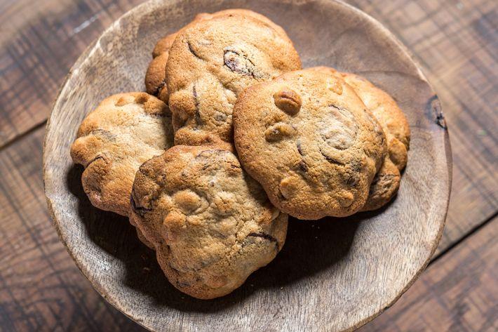 Maman's signature chocolate-chip cookies.