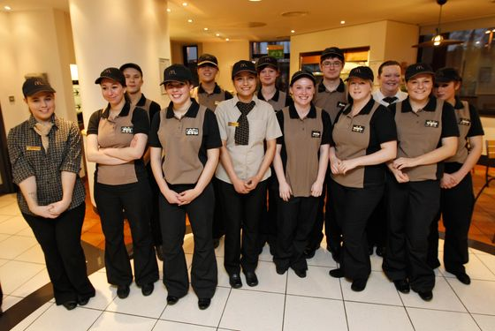 staff training in mcdonalds Oliver is an example of the opportunities available with mcdonald's as he has quickly moved up the ranks from crew member to crew trainer and now shift supervisor.