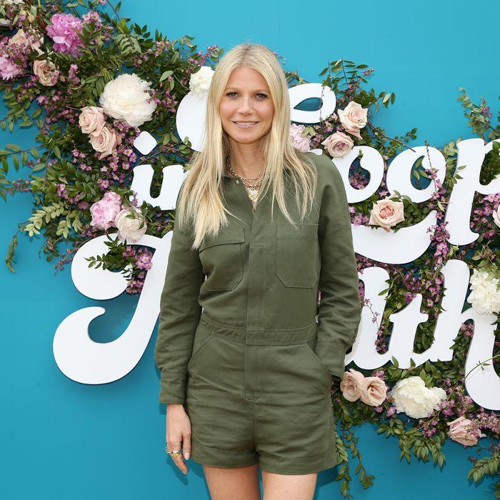 Gwyneth Paltrow Doesn T Live With Husband Brad Falchuk