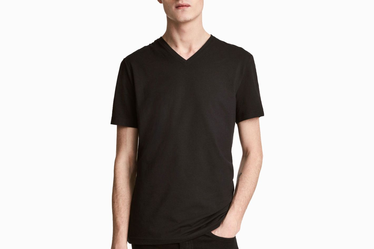63dec086cce7a 13 Best Black T-shirts for Men 2018