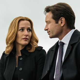 THE X-FILES: L-R: Gillian Anderson and David Duchovny in the