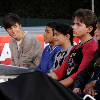 LOS ANGELES, CA - JANUARY 26: (L-R) Singer Justin Bieber, Royal Jackson, Blanket Jackson, Prince Jackson, Paris Jackson and Katherine Jackson appear at the Michael Jackson Hand and Footprint ceremony at Grauman's Chinese Theatre on January 26, 2012 in Los Angeles, California. (Photo by Kevin Winter/Getty Images)