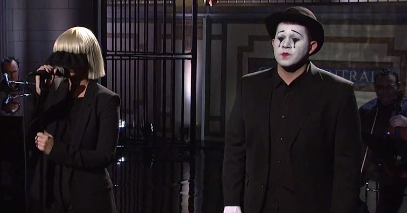 Sia sang chandelier on snl and it was gorgeous vulture aloadofball Gallery