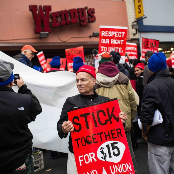 New Report Says a $15 Minimum Wage Would Raise NYC Food Workers' Pay by $1.3 Billion per Year