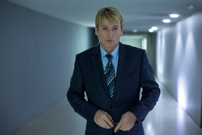 Benoît Magimel as Lucas Barres.