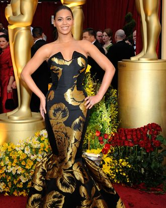 Beyoncé wearing House of Deréon to the 2009 Oscars.