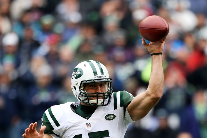 SEATTLE, WA - NOVEMBER 11:  Quarterback Tim Tebow #15 of the New York Jets passes against the Seattle Seahawks at CenturyLink Field on November 11, 2012 in Seattle, Washington. The Seahawks defeated the Jets 28-7.  (Photo by Otto Greule Jr/Getty Images)