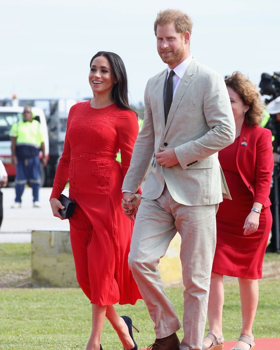 Meghan Markle and Prince Harry arriving in Tonga.