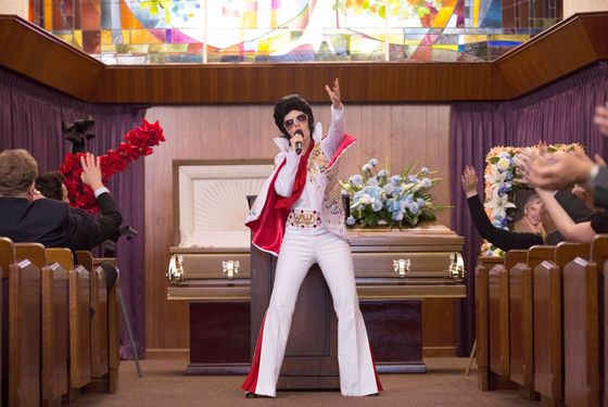 "NEW GIRL:  When the gang attends a funeral in Chicago, Jess (Zooey Deschanel, L) steps in and performs as Elvis in the ""Chicago"" episode of NEW GIRL airing Tuesday, March 26 (9:00-9:30 PM ET/PT) on FOX.  ©2013 Fox Broadcasting Co.  Cr:  Jennifer Clasen/FOX"