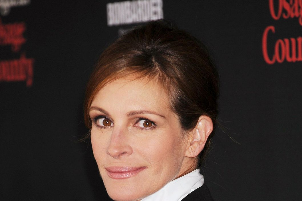 Actress Julia Roberts arrives at the 'August: Osage County' - Los Angeles Premiere at Regal Cinemas L.A. Live on December 16, 2013 in Los Angeles, California.