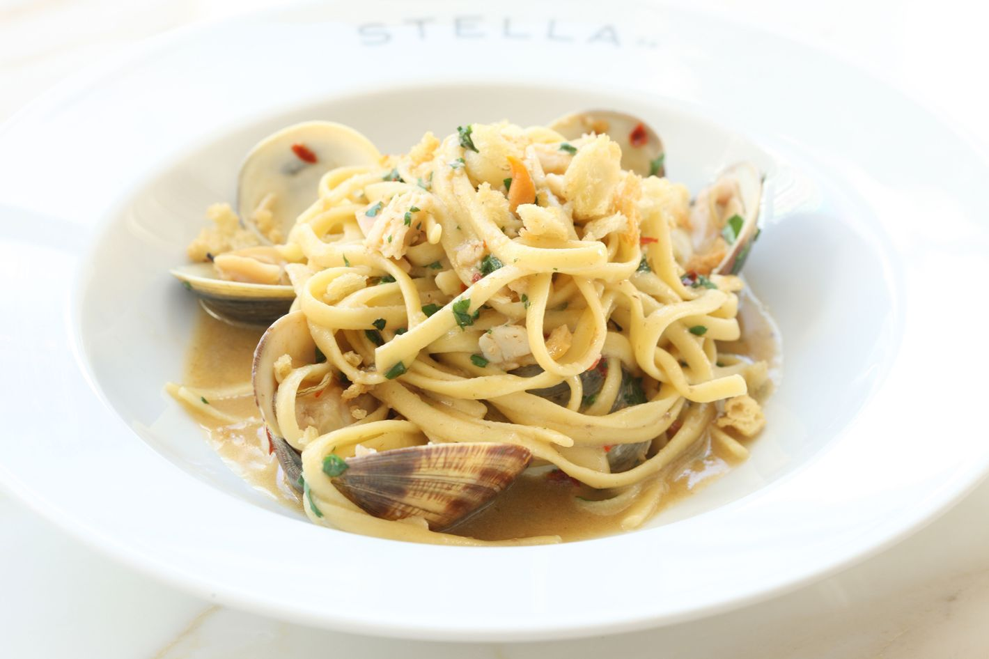 http://pixel.nymag.com/imgs/daily/grub/2013/03/06/06-stella-34-linguine-alle-vongole.jpg