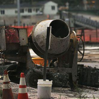 Heavy Equipment Operators' Strike Halts WTC Construction