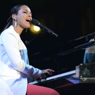 Recording artist Alicia Keys performs at City Of Hope Honors Clear Channel CEO Bob Pittman With Spirit Of Life Award at The Geffen Contemporary at MOCA