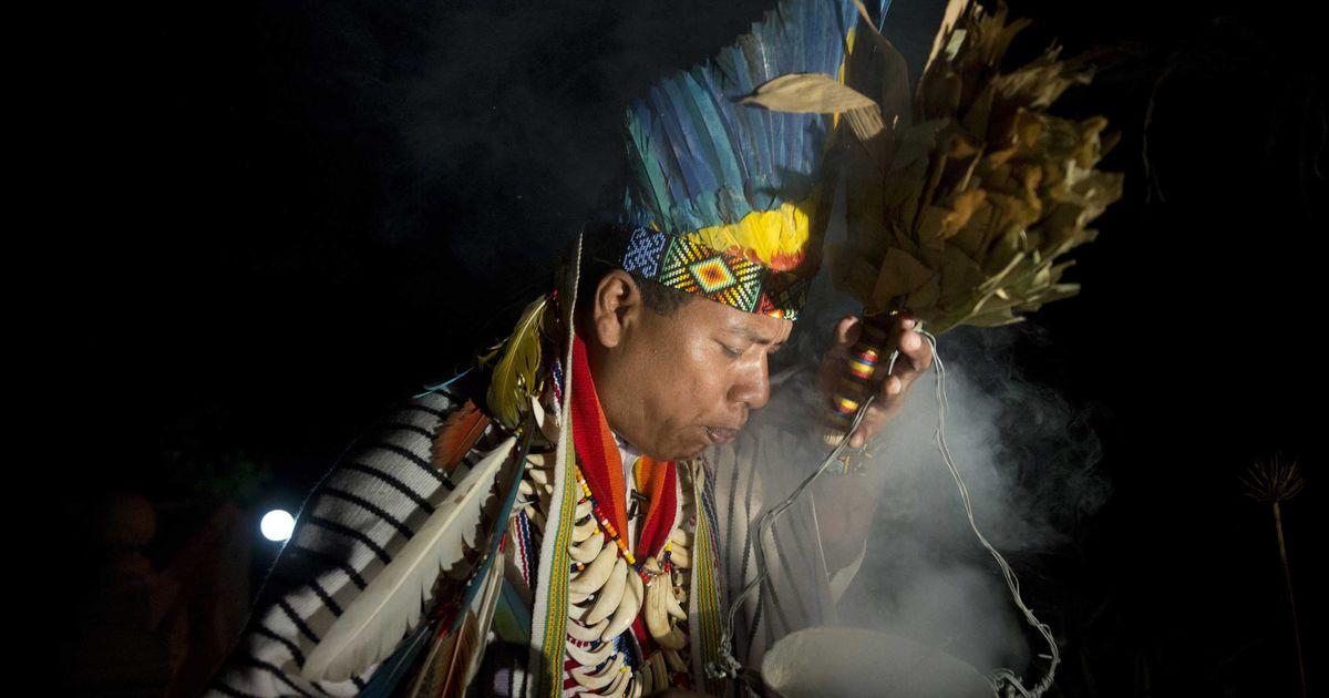 Resultado de imagem para A shaman-healer prepares for an Ayahuasca ceremony in La Calera, Cundinamarca. Photo by Eitan Abramovic/AFP/Getty
