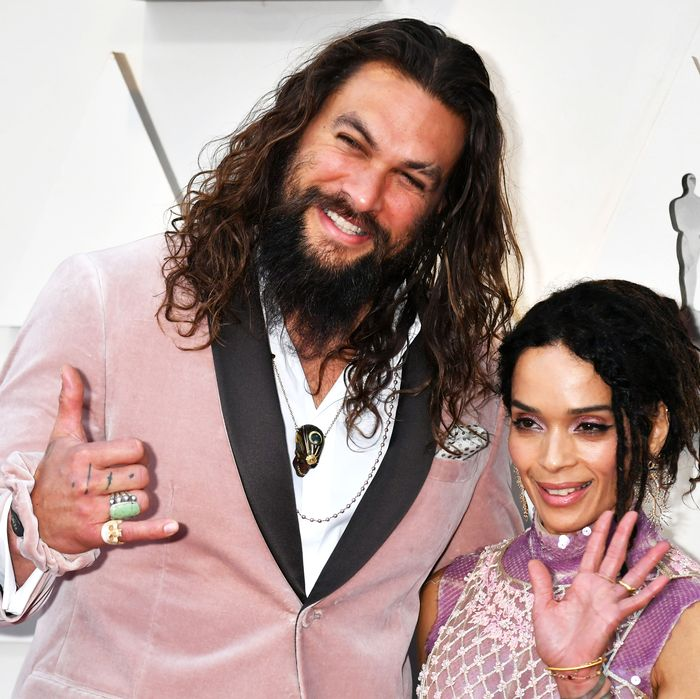 Jason Momoa Pink: Jason Momoa Wears Pink Velvet Fendi Scrunchie To Oscars 2019