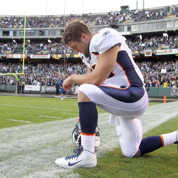 OAKLAND, CA - NOVEMBER 06: Tim Tebow #15 of the Denver Broncos prays before their game against the Oakland Raiders at O.co Coliseum on November 6, 2011 in Oakland, California. (Photo by Ezra Shaw/Getty Images)
