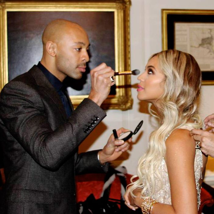 Sir John applying Beyoncé's makeup at the White House in 2014.