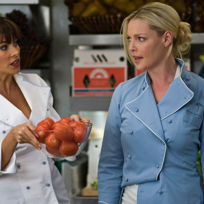 """(L-r) SOFIA VERGARA as Ava and KATHERINE HEIGL as Laura in New Line Cinema's romantic comedy """"NEW YEAR'S EVE,"""" a Warner Bros. Pictures release."""