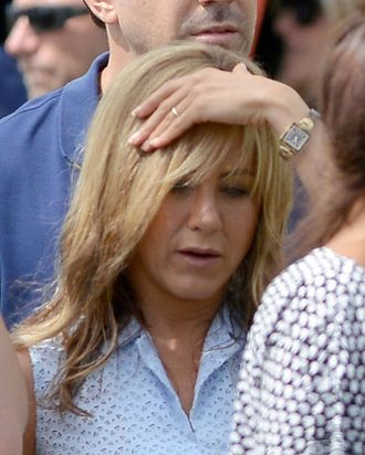 Jennifer Aniston and dubious engagement ring.
