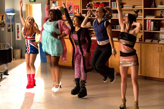 "GLEE: L-R: Becca Tobin, Alex Newell, Jenna Ushkowitz, Heather Morris and Melissa Benoist perform in the ""Guilty Pleasures"" episode of GLEE airing Thursday, March 21 (9:00-10:00 PM ET/PT) on FOX."