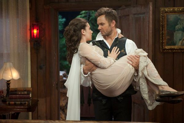"COMMUNITY -- ""Horror Fiction in Seven Spooky Steps!"" Episode 305 -- Pictured: (l-r) Alison Brie as Annie, Joel McHale as Jeff -- Photo by: Lewis Jacobs/NBC"
