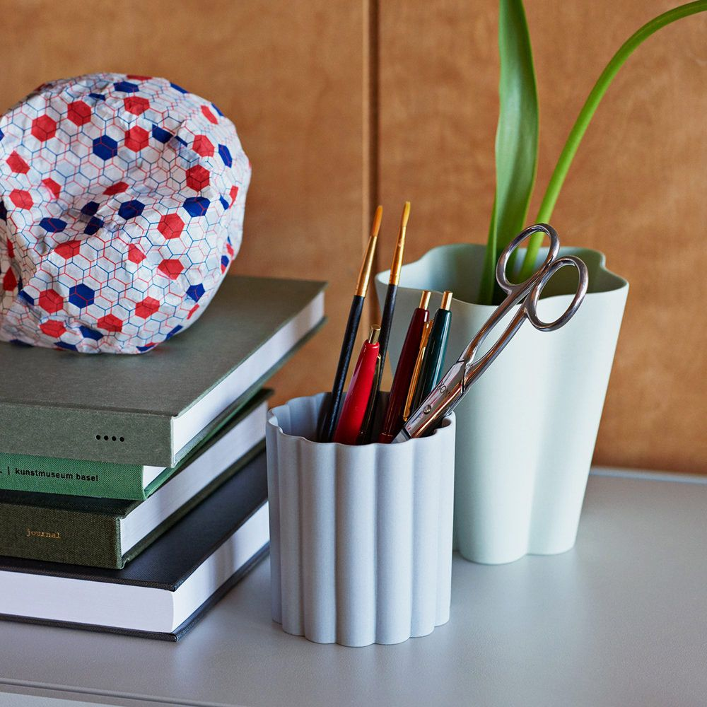 Hay Design Iris Round Pen Holder — Gray
