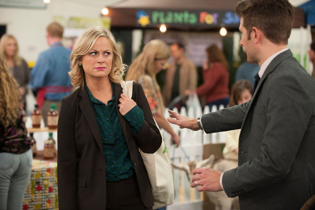 "PARKS AND RECREATION -- ""Farmer's Market"" Episode 612 -- Pictured: (l-r) Amy Poehler as Leslie Knope, Adam Scott as Ben Wyatt."