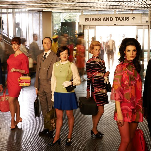Roger Sterling (John Slattery), Joan Harris (Christina Hendricks), Pete Campbell (Vincent Kartheiser), Peggy Olson (Elisabeth Moss), Betty Francis (January Jones), Megan Draper (Jessica Pare) and Don Draper (Jon Hamm) - Mad Men _ Season 7, Gallery - Photo Credit: Frank Ockenfels 3/AMC