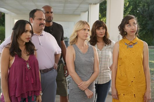 "THE LAST MAN ON EARTH:  L-R:  Cleopatra Coleman, Mel Rodriguez, Boris Kodjoe, January Jones, Mary Steenburgen and Kristen Schaal in the ""C To The T"" episode of THE LAST MAN ON EARTH airing Sunday, Oct. 18 (9:30-10:00 PM ET/PT) on FOX.  ©2015 Fox Broadcasting Co.  Cr:  Jordin Althaus/FOX"