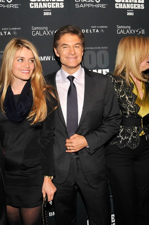 NEW YORK, NY - OCTOBER 18:  (L-R) John Jovanovic, Daphne Oz, Dr. Oz, Arianna Huffington and Tom Freston attend the 2011 Game Changers Awards at Skylight SOHO on October 18, 2011 in New York City.  (Photo by Ben Gabbe/Getty Images)