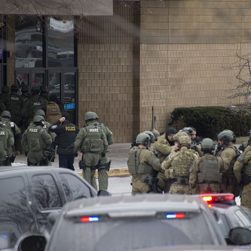The Latest Police Say Shoppers Drew Guns After Shooting: Three People Dead In Maryland Mall Shooting -- NYMag