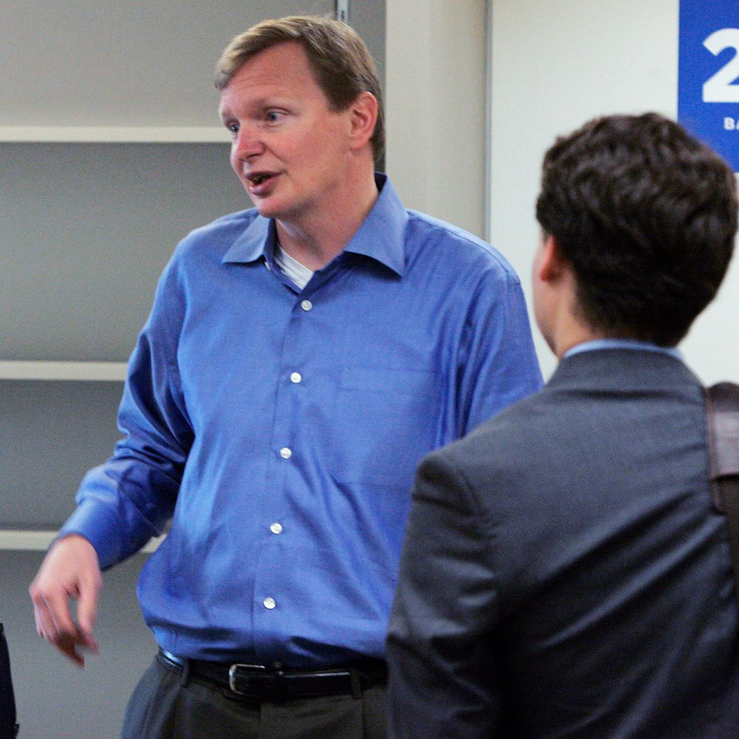 Jim Messina (C), campaign manager for the re-election of U.S. President Barack Obama, talks with reporters during a tour of the re-election headquarters May 12, 2010 in Chicago. The office occupies a reported 50, 000 square feet of the Prudential Plaza office building, one block south of Obama's 2008 campaign headquarters.