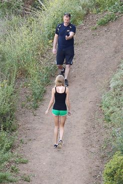 Taylor Swift shows her Ultra Fit Body during Strenous Hike