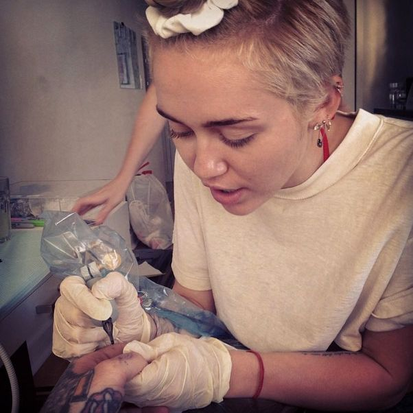 Miley Cyrus Gave A Tattoo To The Bravest Mortal On Earth