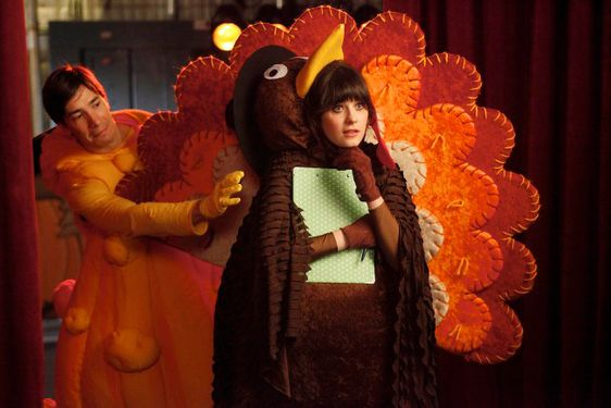 "NEW GIRL:  Jess (Zooey Deschanel, R) and her crush, fellow teacher Paul (guest star Justin Long, L) watch their students perform in the school Thanksgiving festival in the ""Thanksgiving"" episode of NEW GIRL airing Tuesday, Nov. 15 (9:01-9:31 PM ET/PT) on FOX.  ©2011 Fox Broadcasting Co.  Cr:  Greg Gayne/FOX ©2011 Fox Broadcasting Co.  Cr:  Greg Gayne/FOX"