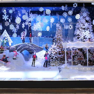 Lord & Taylor 2021 Christmas Windows Photos Lord Taylor S Holiday Window Displays Are Full Of Tiny Moving People