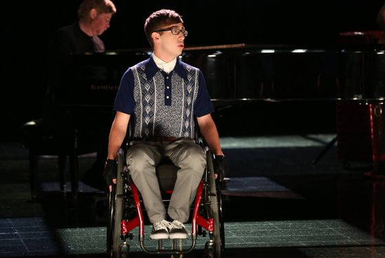 "GLEE: Artie (Kevin McHale) performs in the ""Movin' Out"" episode of GLEE airing Thursday, Nov. 21 (9:00-10:00 PM ET/PT) on FOX. ©2013 Fox Broadcasting Co. CR: Mike Yarish/FOX"