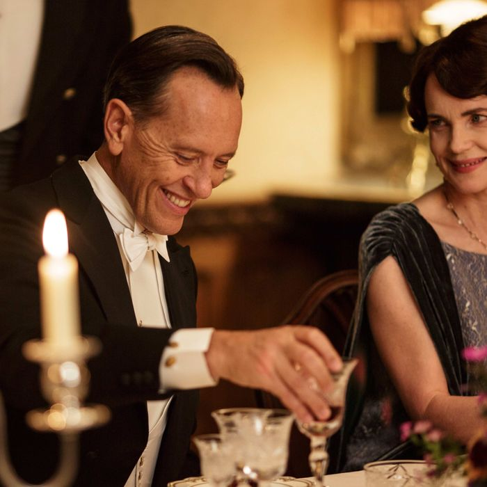 Downton Abbey, Season 5MASTERPIECE on PBSSundays, January 4 - March 1, 2015 at 9pm ETEpisode 2Rose hits on a strategy to get a radio in the house. Sarah tutors Daisy. An art historian arrives.Anna makes a difficult purchase.Shown from left to right: Richard E. Grant as Simon Bricker and Elizabeth McGovern as Cora, Countess of Grantham(C) Nick Briggs/Carnival Film & Television