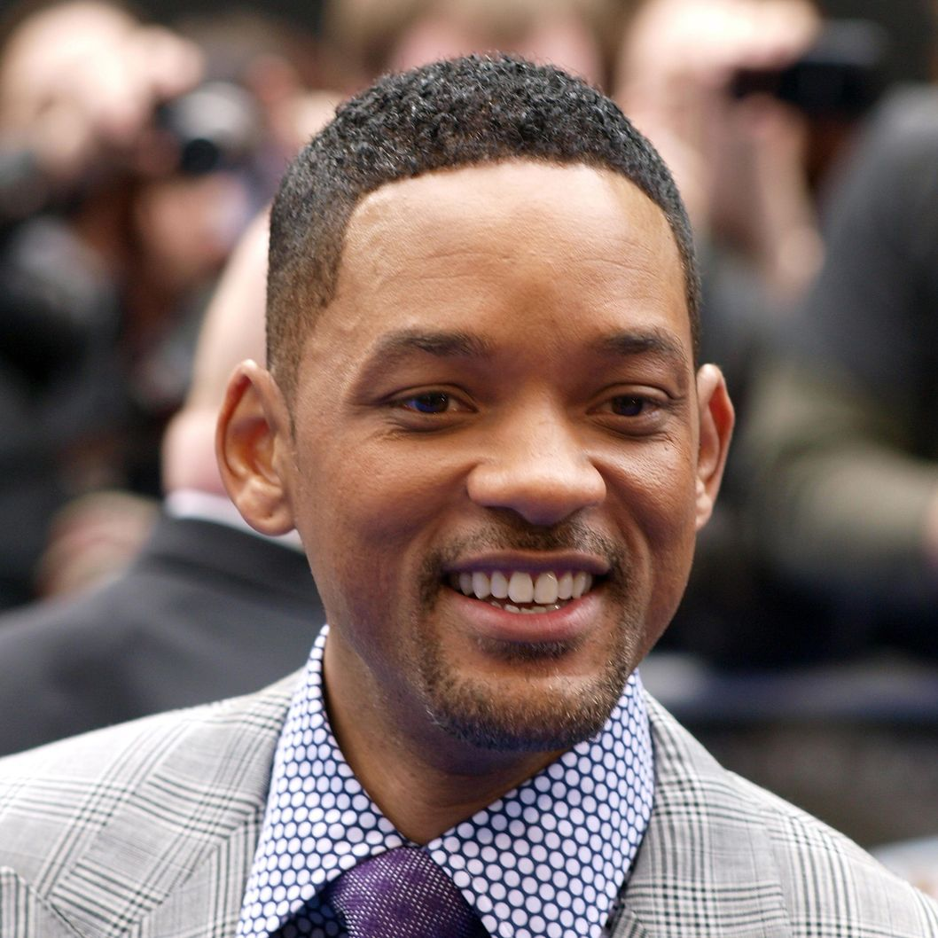 "US actor Will Smith acknowledges the crowd as he arrives on May 16, 2012 for the UK Premiere of ""Men In Black III"", in London's Leicester Square."