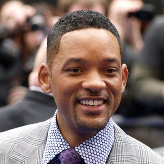 US actor Will Smith acknowledges the crowd as he arrives on May 16, 2012 for the UK Premiere of