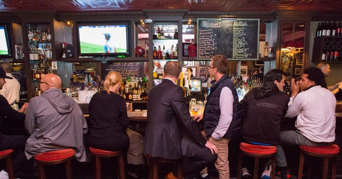 The Absolute Best Midtown Bars for Happy Hour