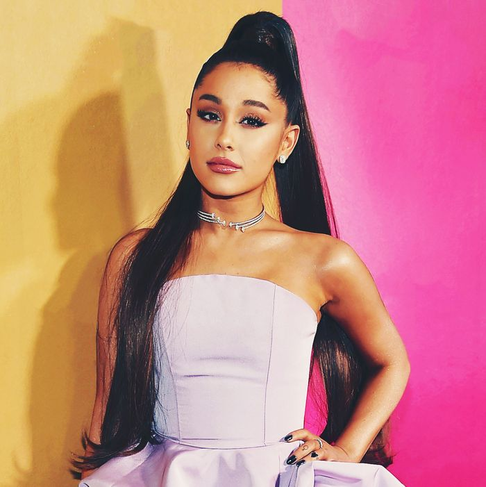 5d6c3ff78b898 Why Is Ariana Grande Mad at Bloggers
