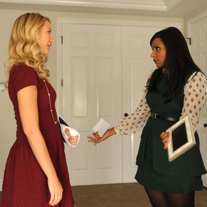 THE MINDY PROJECT: Gwen (Anna Camp, L) and Mindy (Mindy Kaling, R) get in a fight in the