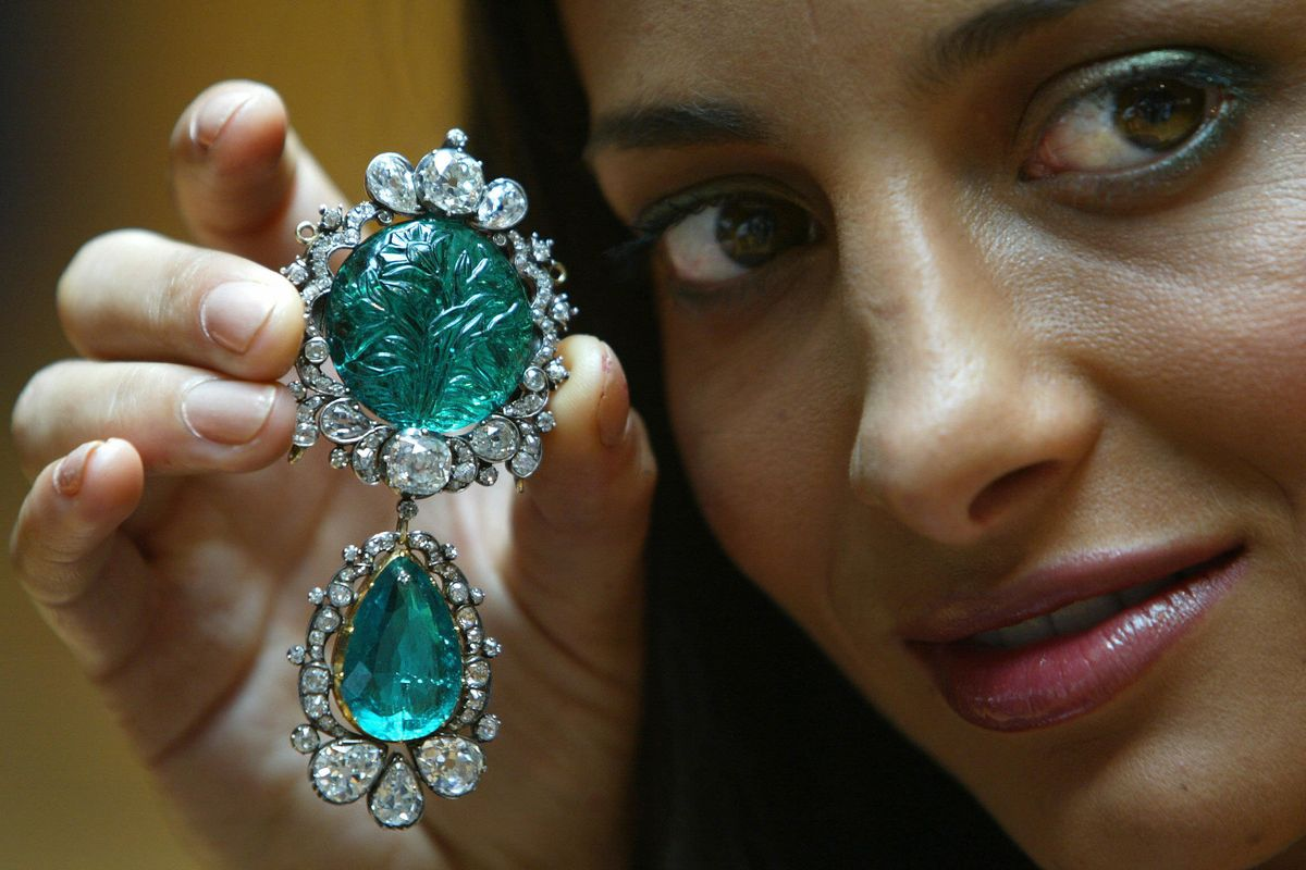 The Emerald And Diamond Pendant Brooch The Best Gems Of