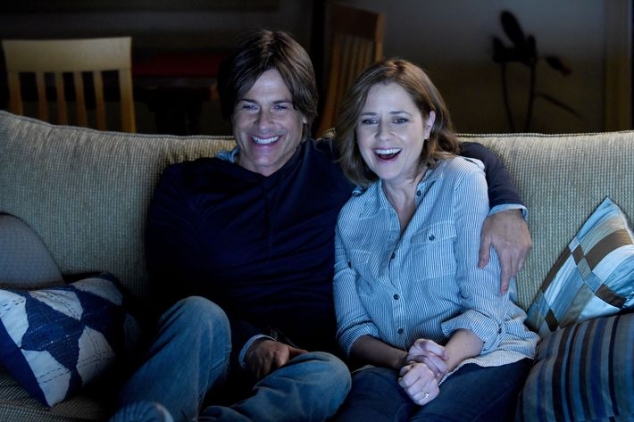 "THE GRINDER: L-R: Rob Lowe and guest star Jenna Fischer in the ""Genesis"" episode of THE GRINDER airing Tuesday, March 15 (9:30-10:00 PM ET/PT) on FOX. ©2016 Fox Broadcasting Co. Cr: Ray Mickshaw/FOX"