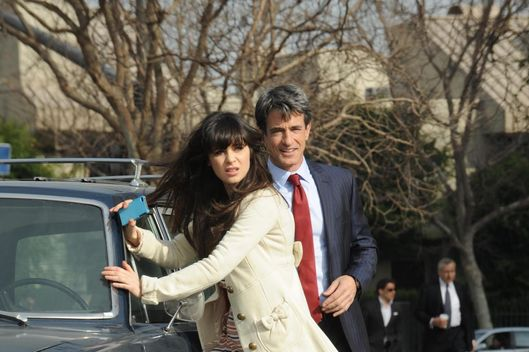 Russell (guest star Dermot Mulroney, R), the wealthy father of one of Jess' (Zooey Deschanel, L) students, helps her when her car breaks down.
